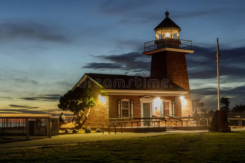Leuchtturm-Punkt alias Santa Cruz Point an der Dämmerung Santa Cruz, Kalifornien, USA stockbild