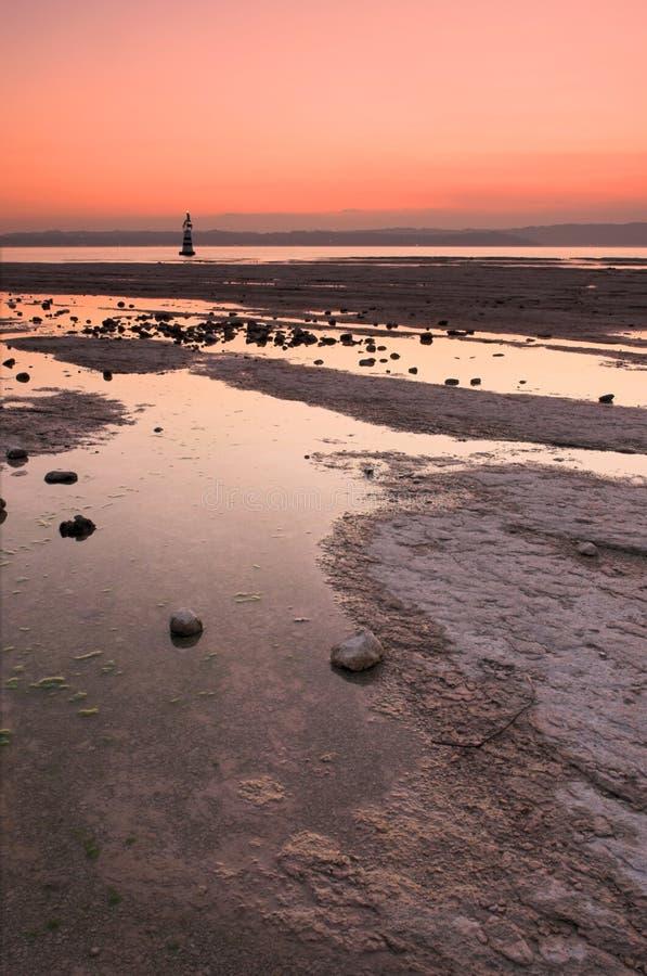 Leuchtturm am Sonnenuntergang lizenzfreies stockfoto