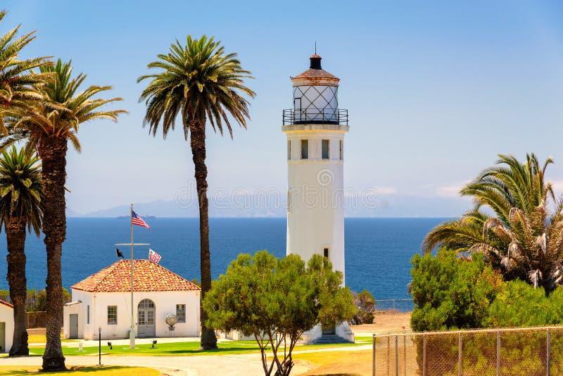 Leuchtturm und Palmen, Los Angeles, Kalifornien stockbild