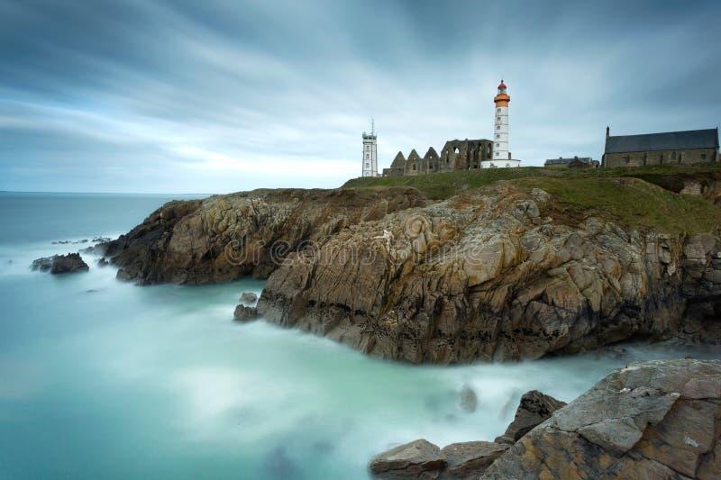 Leuchtturm von Pointe-Heiligem Mathieu in Plougonvelin, Bretagne, Franc lizenzfreies stockbild