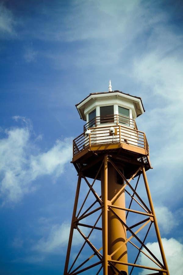 Download Leuchtturmkontrollturm stockfoto. Bild von sicherheit - 26362004