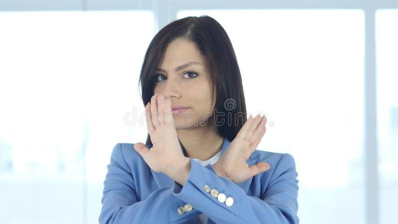 Leugnung Angebot durch das Rütteln des Kopfes, Handzeichen zurückweisend lizenzfreie stockfotos