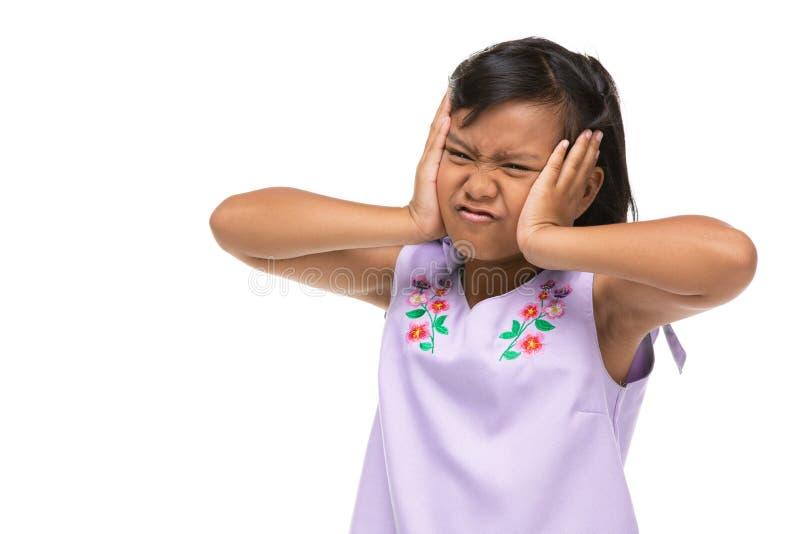 Leuk Aziatisch donker meisje die een grappige emotie op gezicht maken royalty-vrije stock afbeelding