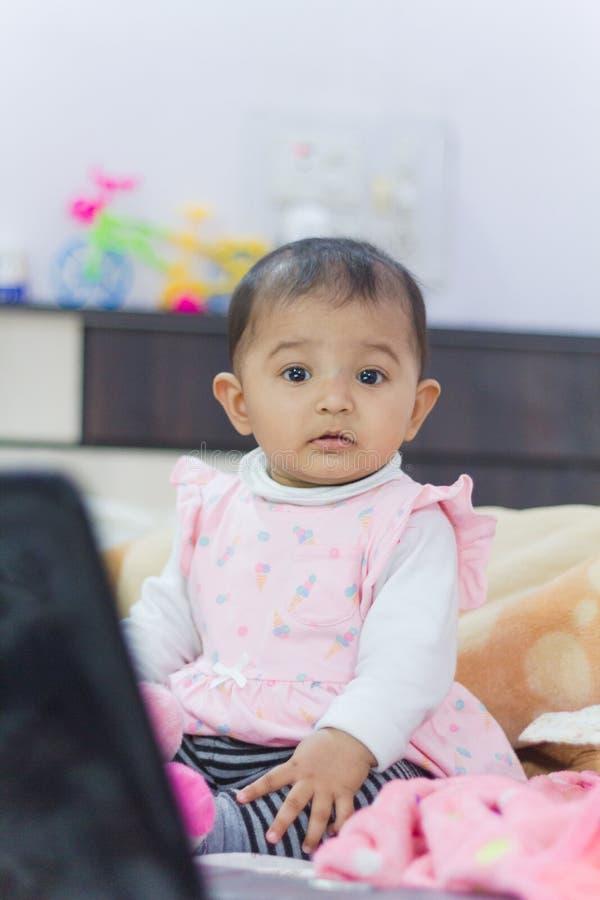 Leuk Aziatisch Indisch Kind stock afbeeldingen