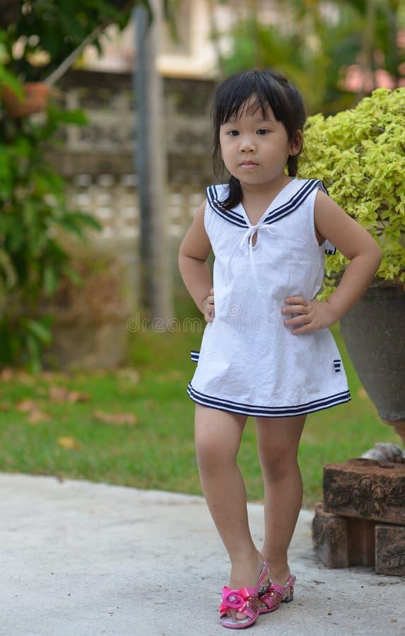 Download Leuk Aziatisch meisje stock foto. Afbeelding bestaande uit miniskirt - 39117930