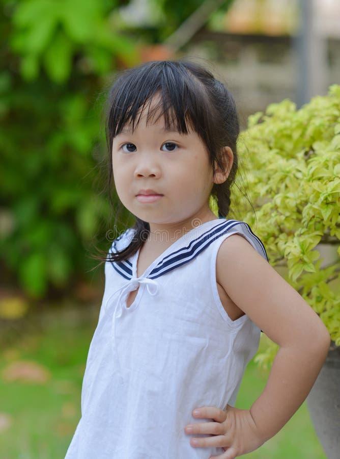 Download Leuk Aziatisch meisje stock afbeelding. Afbeelding bestaande uit portret - 39117931