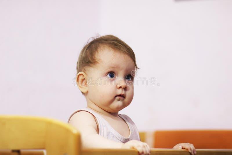 Leuk babymeisje van 9 maanden stock foto's