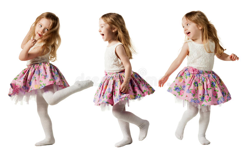 Leuk driejarig meisje die die met vreugde springen op witte achtergrond wordt geïsoleerd royalty-vrije stock foto's