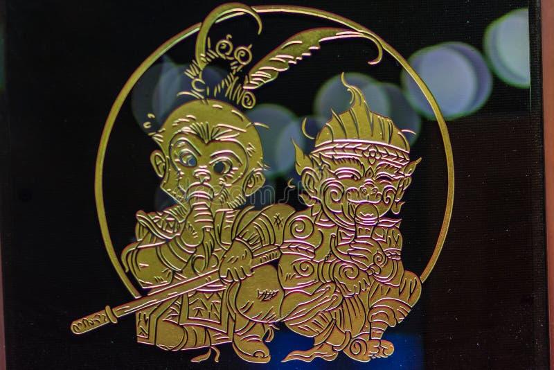 Leuk glasornament met gouden filigraan van jonge Zon Wukong, stock afbeeldingen