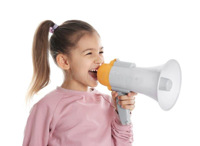 Leuk grappig meisje met megafoon stock foto