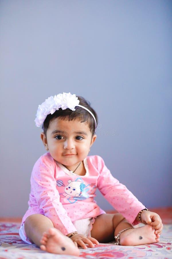 Leuk Indisch babymeisje royalty-vrije stock afbeeldingen