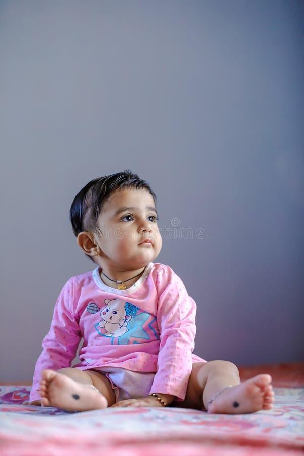 Leuk Indisch babymeisje royalty-vrije stock fotografie