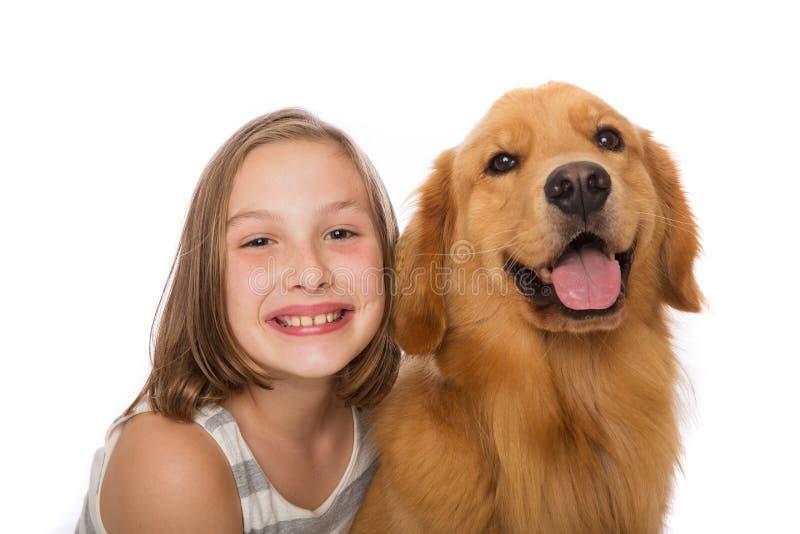Leuk jong geitje met haar hond royalty-vrije stock fotografie