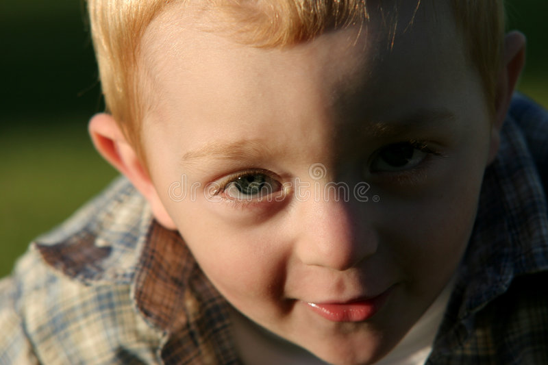 Leuk jong redheaded kind royalty-vrije stock afbeelding