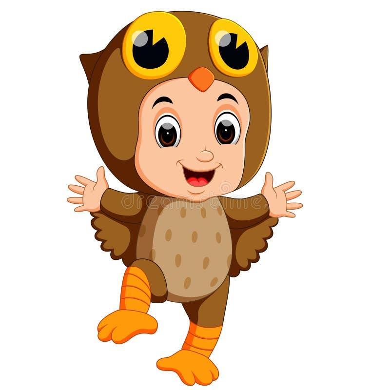 Leuk jonge geitjesbeeldverhaal die het kostuum van de uilvogel dragen vector illustratie