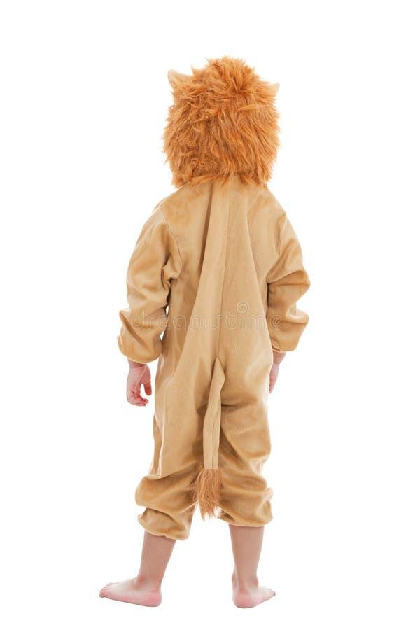 Leuk kleedde weinig kind zich in leeuwkostuum royalty-vrije stock fotografie