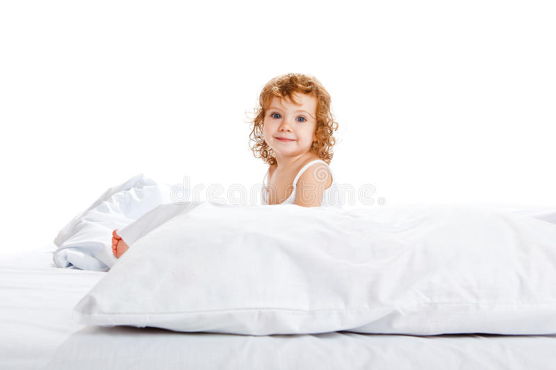 Leuk meisje in bed royalty-vrije stock afbeelding