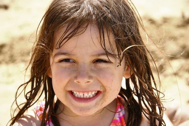 Leuk meisje bij strand royalty-vrije stock afbeelding