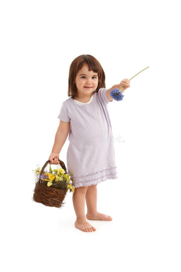 Leuk meisje dat bloem overhandigt stock fotografie