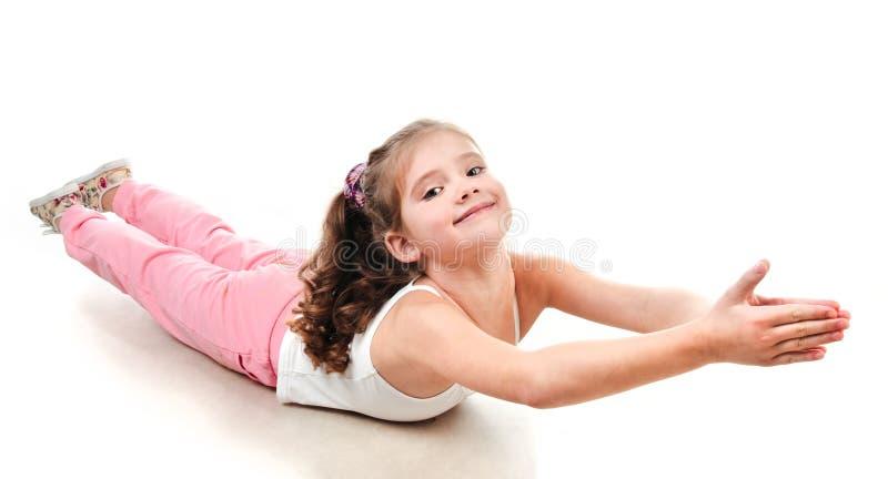 Leuk meisje dat gymnastiek- oefening doet stock fotografie