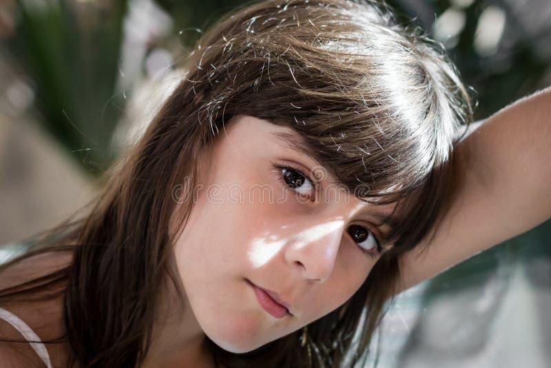 Leuk meisje in de straalzon stock foto