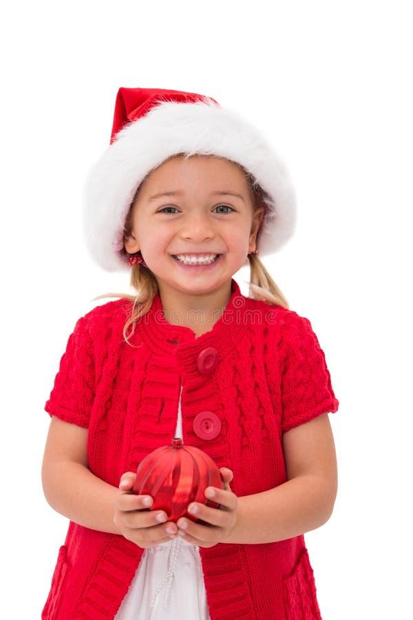 Leuk meisje die de holdingssnuisterij dragen van de santahoed stock fotografie