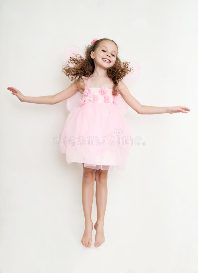 Leuk meisje die in feekostuum in de studio springen royalty-vrije stock fotografie