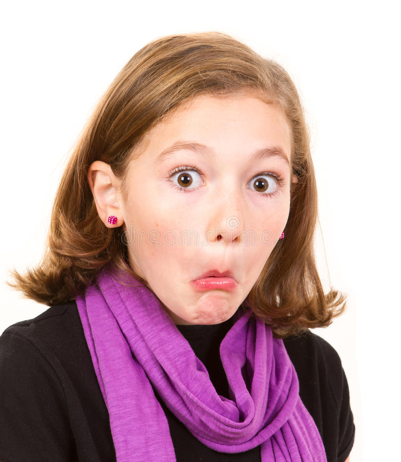 Leuk meisje die grappig gezicht maken stock afbeelding