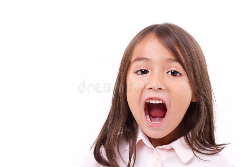 Leuk meisje die, mededeling, het aankondigen schreeuwen royalty-vrije stock foto's