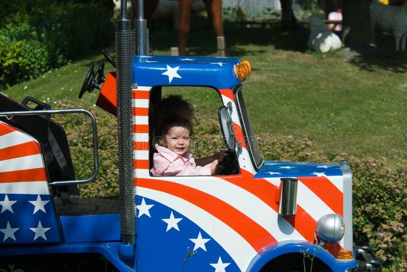 Leuk meisje in een vrachtwagen royalty-vrije stock foto's