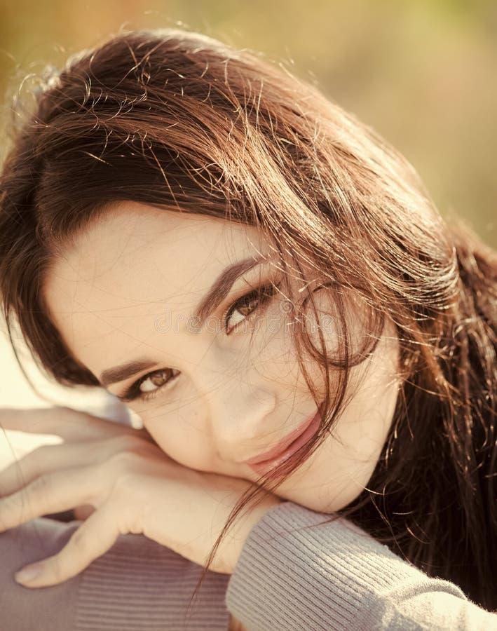 Leuk meisje Energie, vreugde, sereniteit royalty-vrije stock fotografie