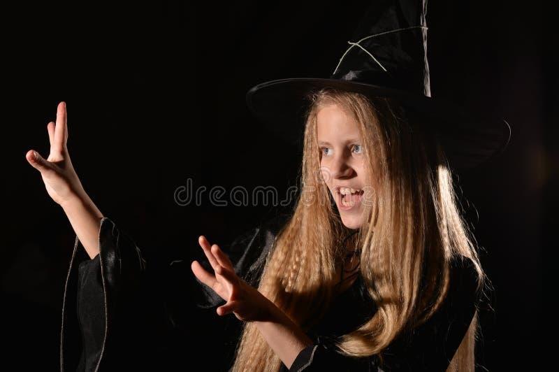 Leuk meisje in heksenkostuum stock fotografie