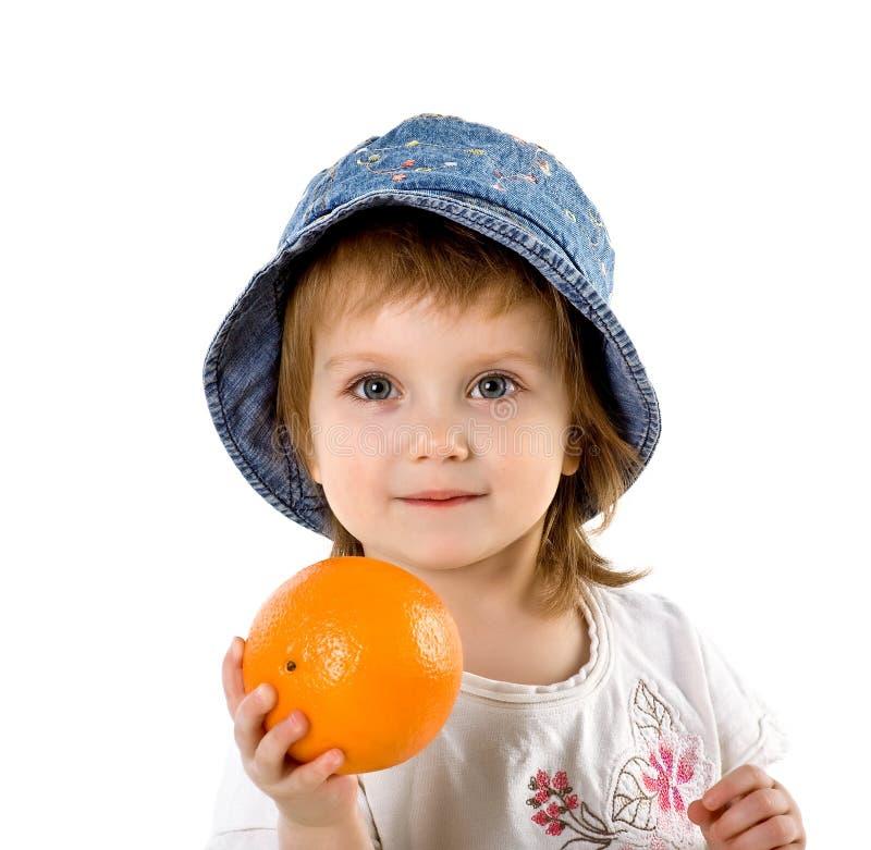 Leuk meisje met sinaasappel royalty-vrije stock foto's
