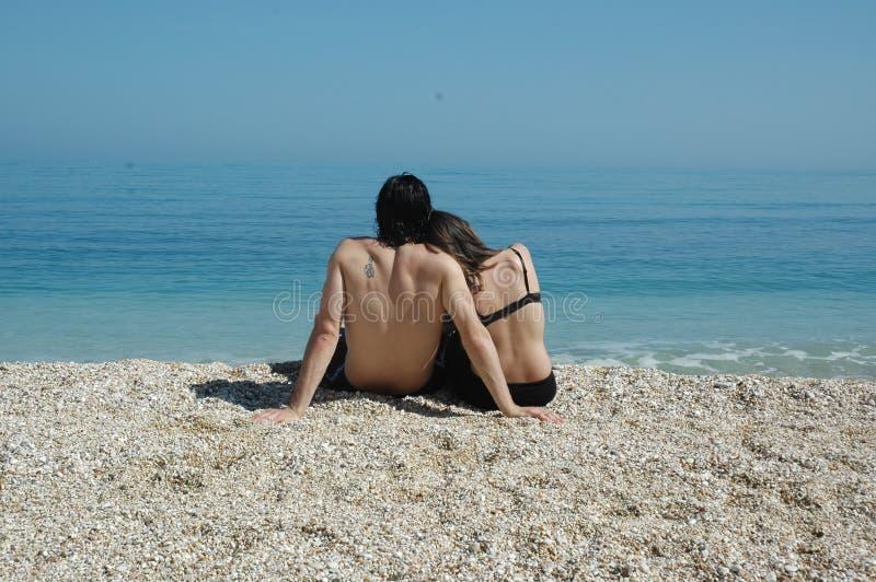 Leuk paar bij het Adriatische overzees stock foto