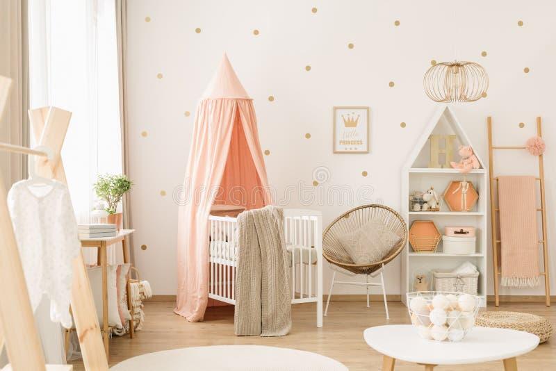 Leuk pastelkleur roze kinderdagverblijf royalty-vrije stock afbeeldingen