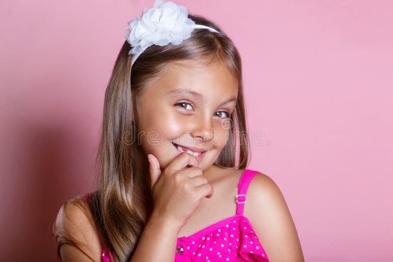 Leuk sluw meisje Close-up headshot royalty-vrije stock afbeeldingen