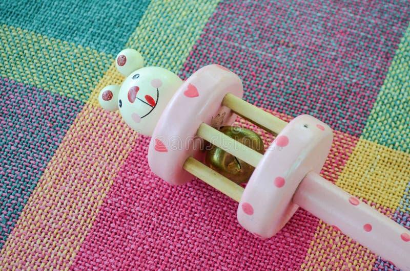 Leuk stuk speelgoed met de klok stock afbeelding
