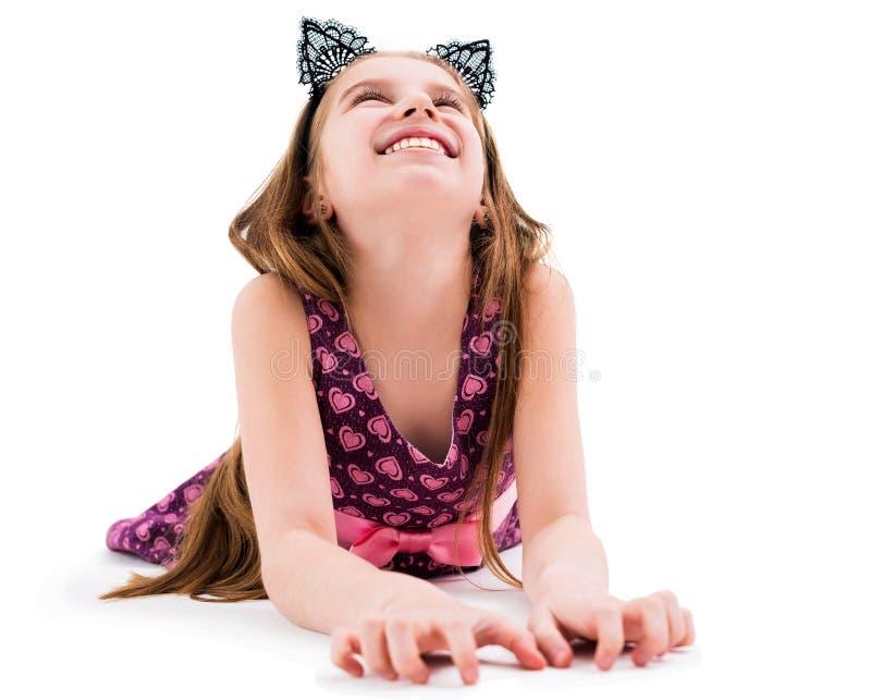 Leuk tienermeisje dat zwarte kattenoren draagt royalty-vrije stock afbeelding