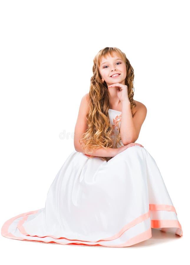 Leuk tienermeisje met verbazende lange blonde haren stock afbeeldingen