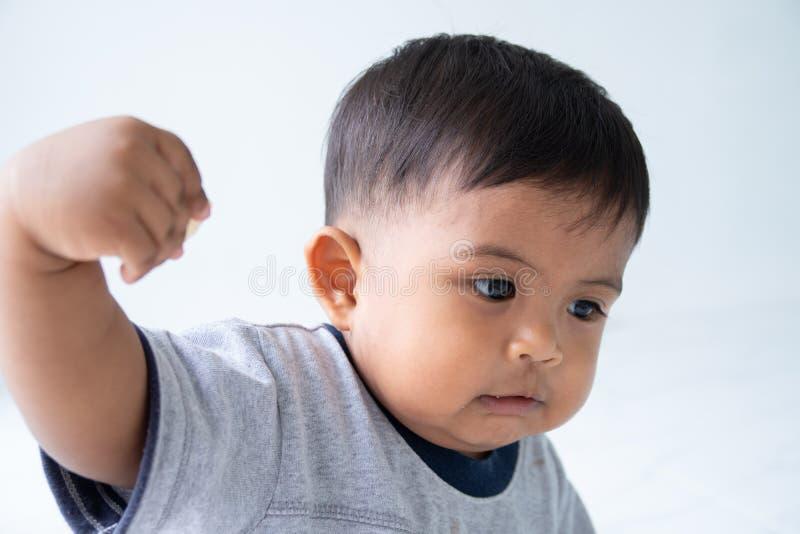 Leuk weinig Aziatische babyjongen stock foto's