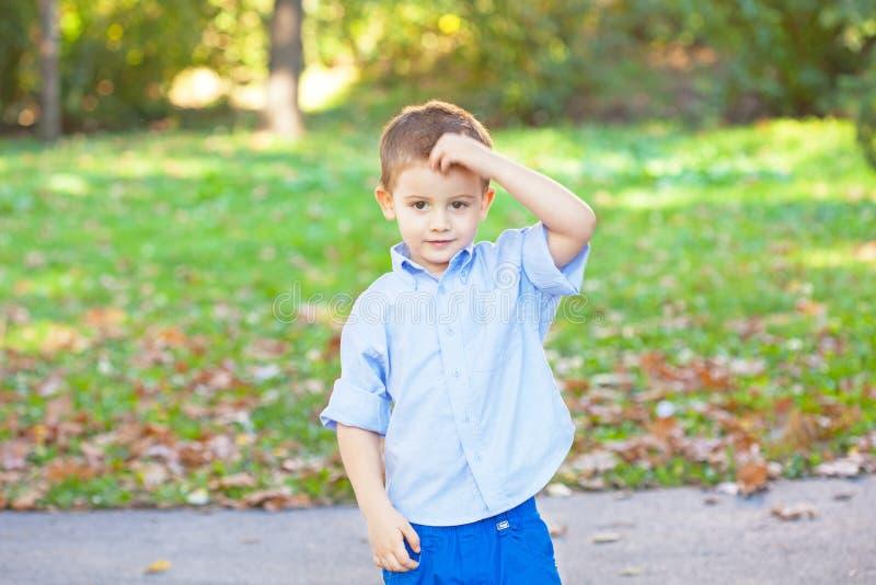 Leuk weinig jongen royalty-vrije stock fotografie