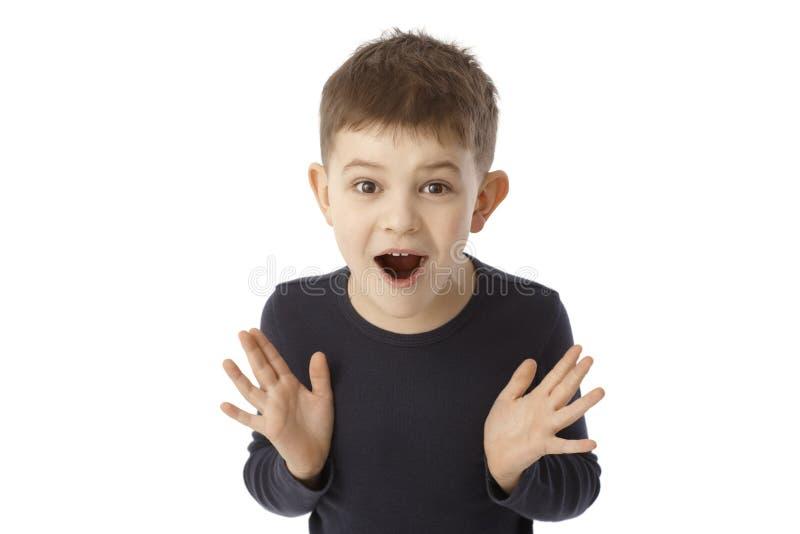 Leuk weinig jongen die verrast kijken royalty-vrije stock foto's