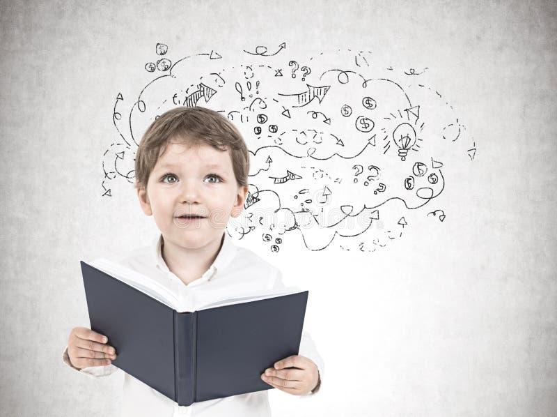 Leuk weinig jongen met een boek, pijlen royalty-vrije stock afbeeldingen