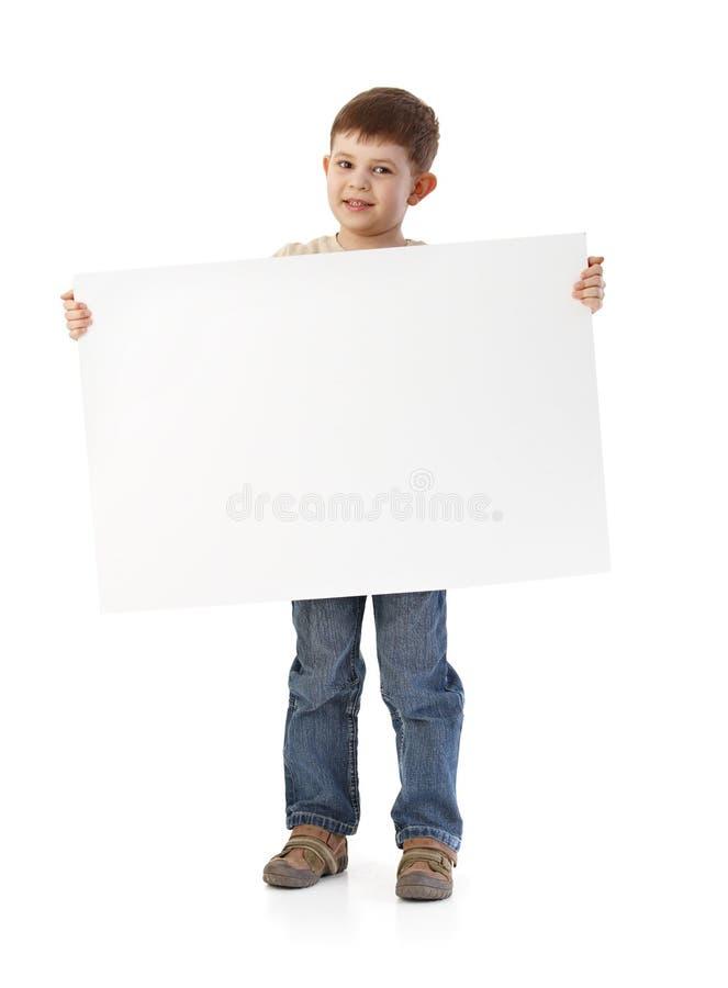 Leuk weinig jongen met groot leeg blad royalty-vrije stock foto's