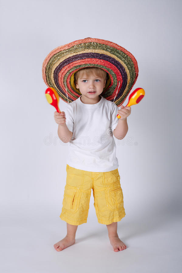 Leuk weinig jongen met sombrero royalty-vrije stock afbeeldingen