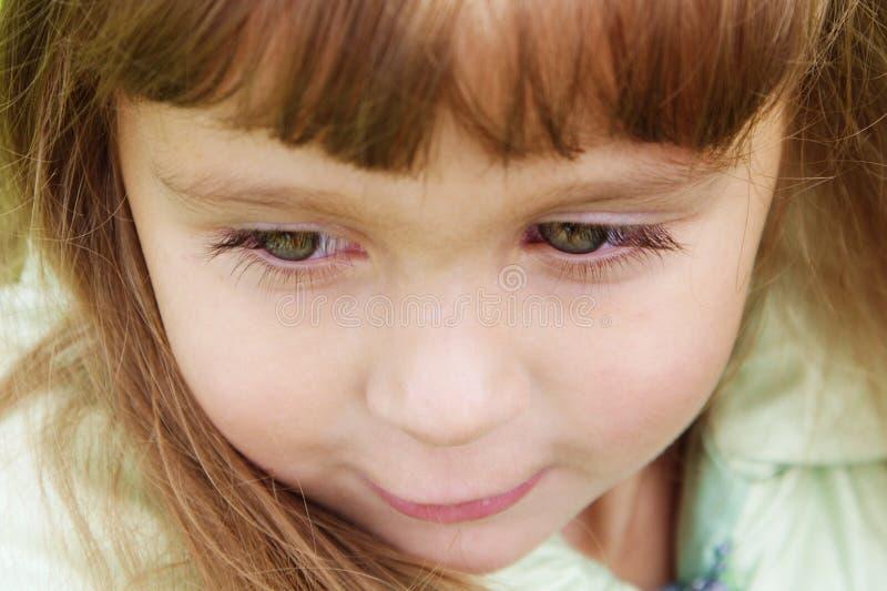 Leuke 4 jaar oud meisjes met lange eyelushes royalty-vrije stock fotografie