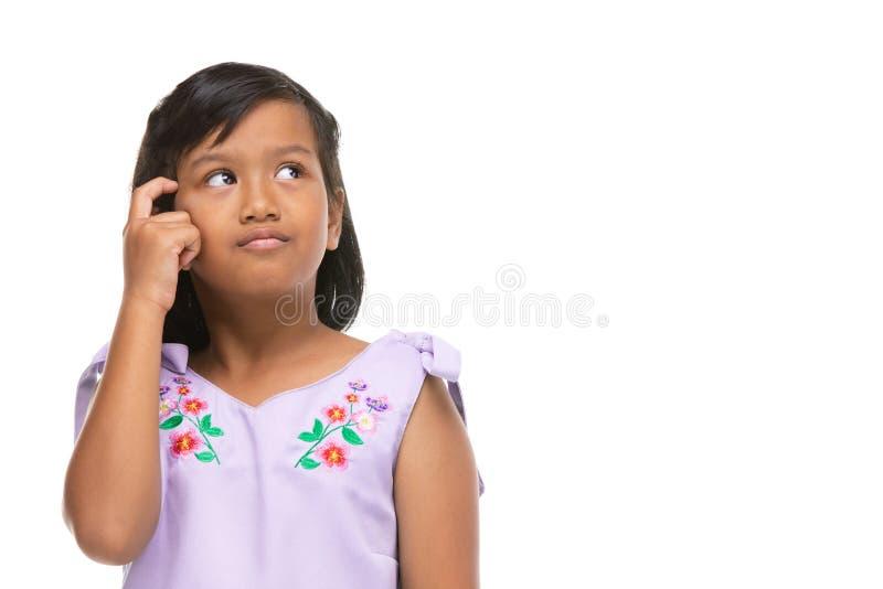 Leuke Aziatische donkere meisje het denken emotie op gezicht royalty-vrije stock foto