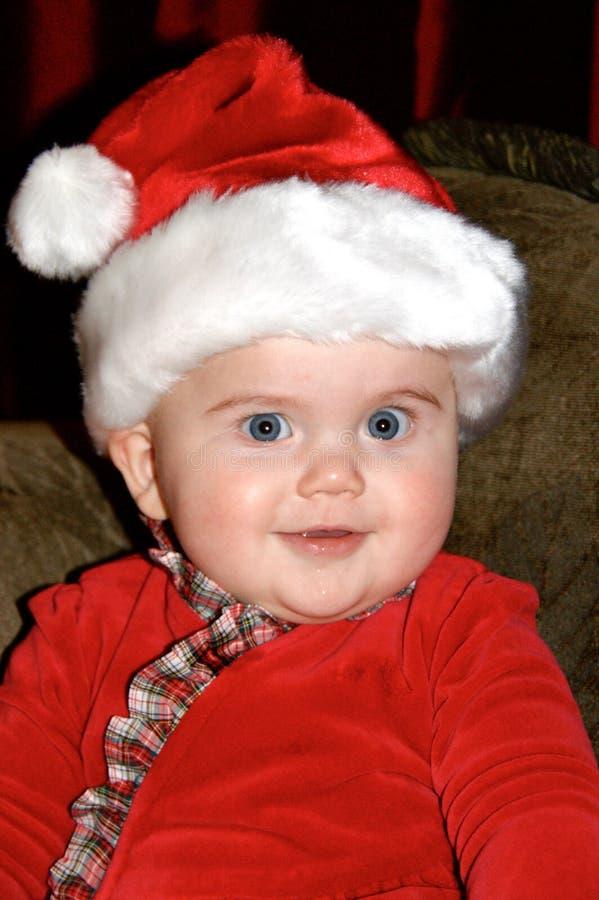 Leuke baby die een Kerstmanhoed dragen stock foto's