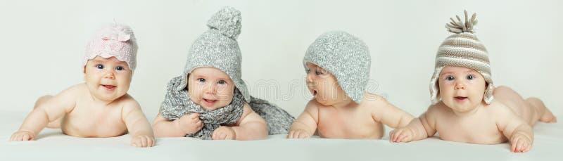 Leuke baby - glimlachende kinderen stock foto's