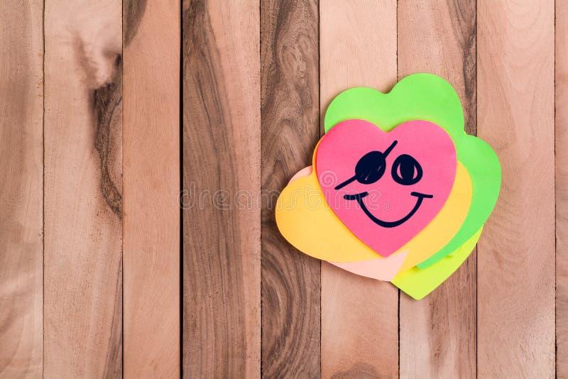 Leuke emoji van de hartpiraat stock afbeeldingen